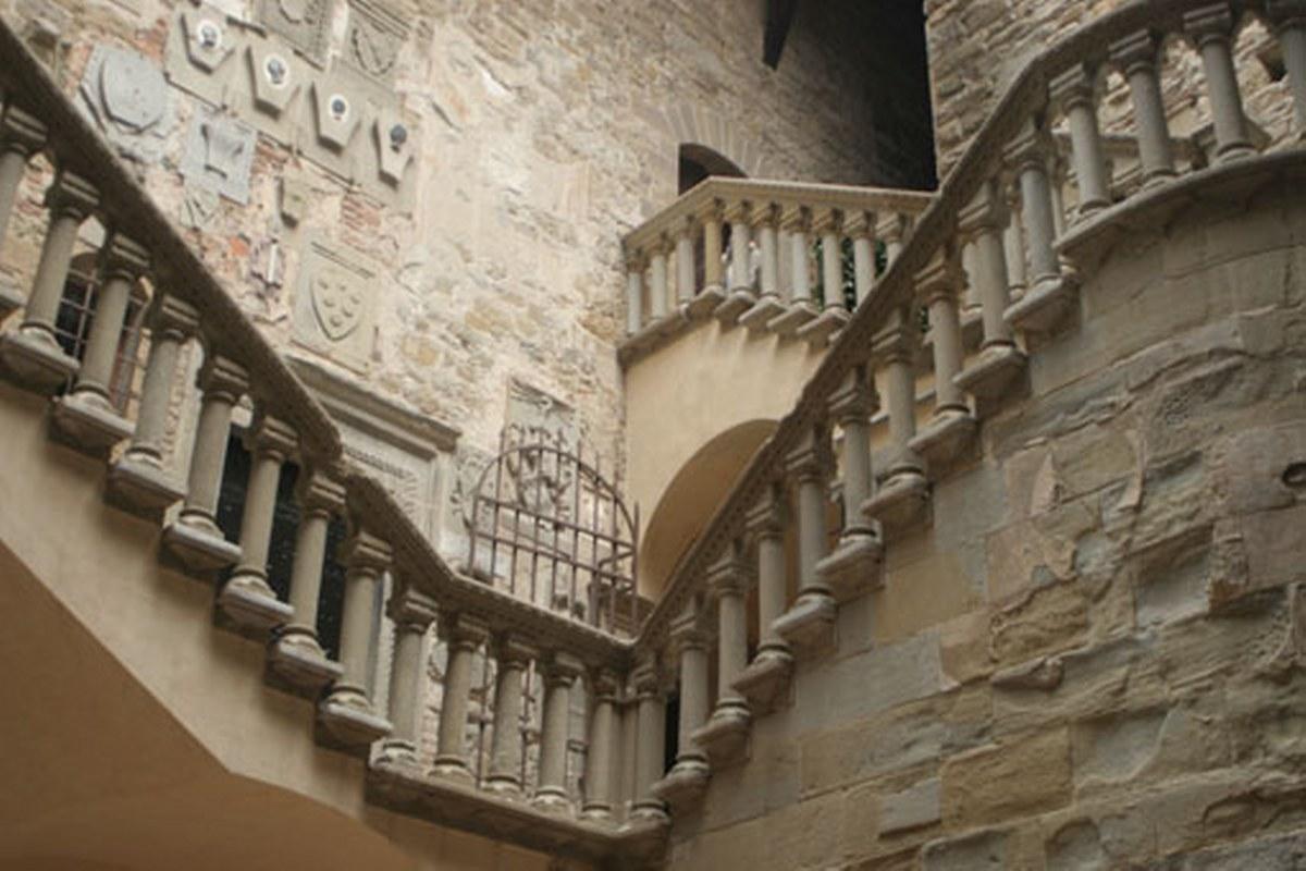 Esplora il Castello di Poppi con le nostre visite guidate personalizzate realizzate dalle nostre guide turistiche abilitate