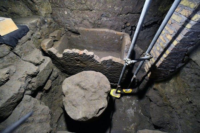Ritrovato antico sarcofago nel foro romano